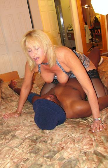 Susan Reno interracial fuck on cumthirstycougars.com